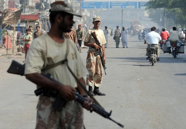 Pakistani paramilitary soldiers stand gu