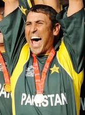 Younis khan takes back captaincy