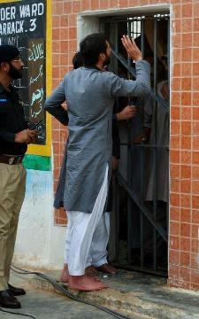 Shahid Afridi visits Central Jail Karachi