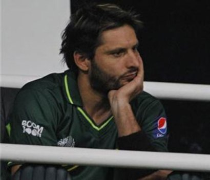 afridi broke his bat